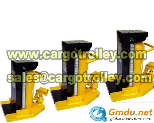 Lifting hydraulic jacks