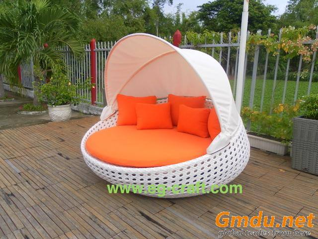 Evergreen outdoor wicker sunbed with canopy for hotel, resort