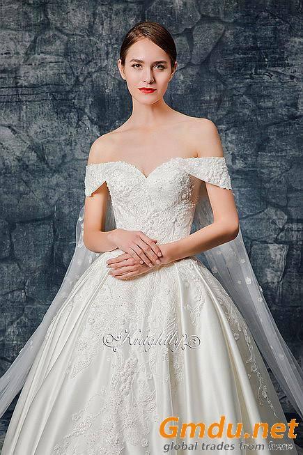 Sweetheart Neckline Lace Applique Satin Wedding Gown Lace