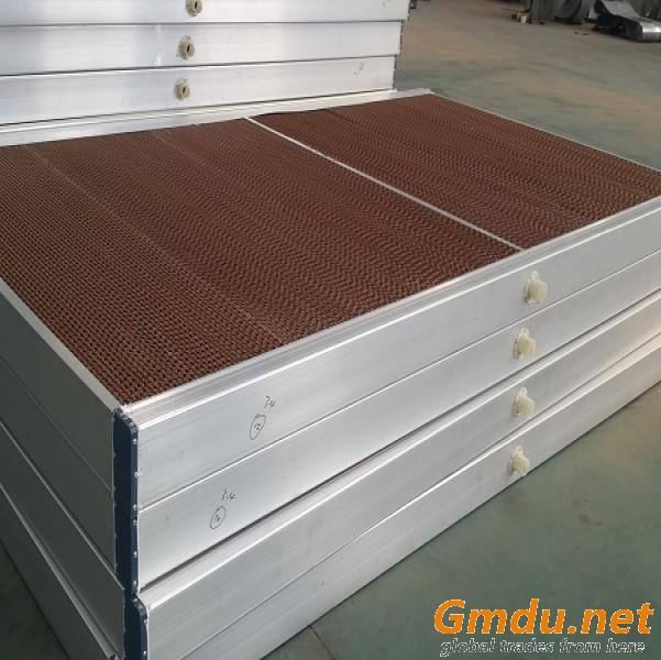 Evaporative cooling pads with ventilation exhaust fans for poultry farms ventilation