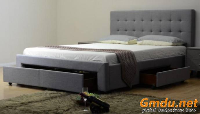 Classic Platform Bed with Drawers