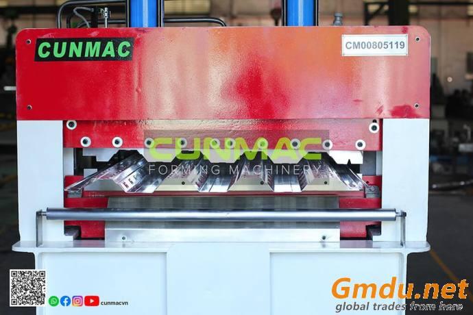 Floordeck roll forming machine