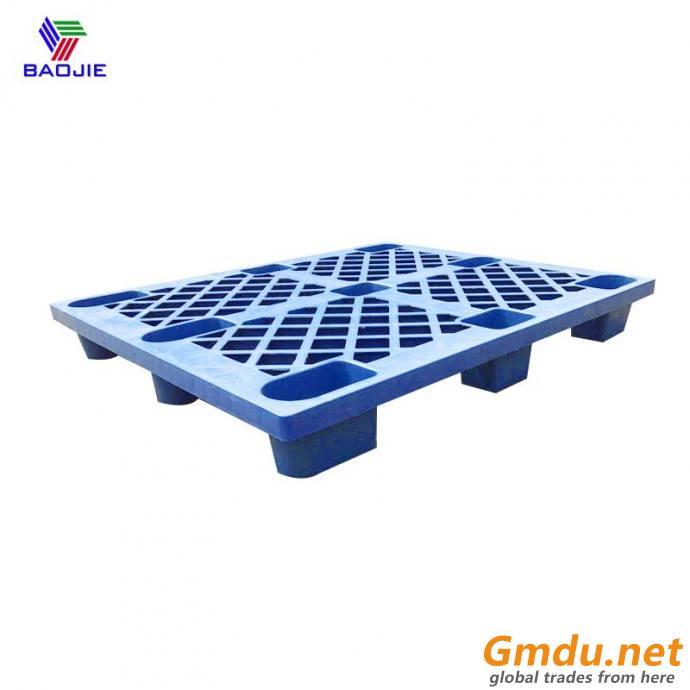 Light duty nestable plastic pallets for warehouse storage